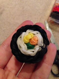 Rainbow loom sushi Rubber Band Charms, Rubber Bands, Rainbow Loom, Sushi, Crafty, Desserts, Fun, Tailgate Desserts, Deserts
