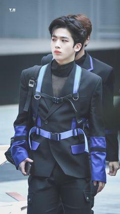 YH on - Modern Korean Men, Taekwondo, Kpop Boy, Handsome Boys, My Sunshine, My Boys, Boy Groups, My Idol, Cool Pictures