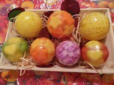 ótima opção para presentear alguém ... 3 esferas grandes e 4 medias vários modelos e fragrâncias , a combinar... entrega grátis na cidade de Osasco ... R$ 70,00