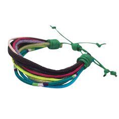 Armband Helena NOI home & fashion | Diese Armbänder sind coole Accessoires, die sich aus unterschiedlichen Bändchen, Materialen und Farben zusammensetzen. Gebunden werden Sie mit einer Schlaufe, die verstellt werden kann.   Material: Baumwolle, Leder,  Maße: Durchmesser ca. 5,5 cm Variante: grüner Verschluss #NOIhamburg #armband #fashion #girlstyle #schmuck #schanzenstyle