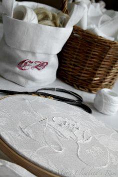 http://marieelisabethsrum.blogspot.com/2011/11/tulin-huikkaamaan-pikaisen-tiistai.html