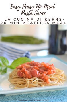 Easy Peasy No-Meat Pasta Sauce - La Cucina di Kerrs | Simple Pasta Recipes | 20 Minute Meals - #meatless #pastarecipes Pantry Cooking