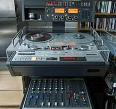 The big Studio machines can be divided into three classes: inch mm), beginning with the of the last century 1 inch mm) and from 1970 preferable 2 inch wide tapes. Cd Audio, Audio Sound, Hifi Audio, Recording Equipment, Audio Equipment, Cassette Vhs, Audio Mastering, Radios, Talking Machines