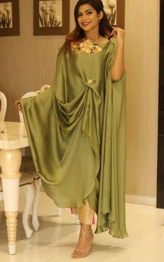 Pakistani Casual Wear, Latest Pakistani Dresses, Pakistani Fashion Party Wear, Pakistani Bridal Dresses, Pakistani Dress Design, Pakistani Outfits, Indian Dresses, Indian Outfits, Stylish Dress Book