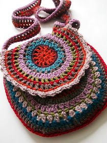 Granny square bag, no pattern, but you can just figure it out easily enough.