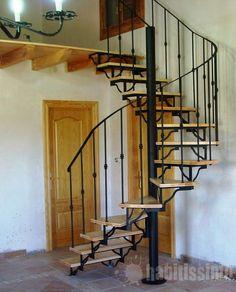 Acceso a planta superior mediante la construcción de escalera de caracol con pisas compensadas para lograr comodidad en subida y bajada. especialmente diseñados para esta utilidad. http://proyectos.habitissimo.es/proyecto/escalera-caracol