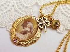 Goldfarbene Bettelkette mit Mädchen vergoldet von Schmucktruhe, €24.00