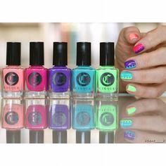 Je n'en suis pas restée là ! Grâce aux #pshiiitstickers, j'ai puis améliorer un peu tout ça ! @cirquecolors Vice collection,tout ça shoppé chez @pshiiitboutique ! #notd #na #nailart #npa #nail #nails #ongles #nailstagram #polish #nailpolish #nailcolors #naillacquer #vernis #neon #cirque #VitaminD #Nympho #Lean #MiamiDade #CREAM #vicecollection