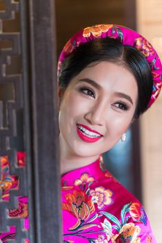 Vietnamese Traditional Dress, Traditional Dresses, Ao Dai, Silk Scarves, Crown, Beauty, Jewelry, Women, Fashion