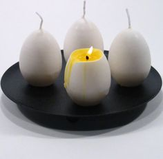 Nothing beats lighting a few candles when you want to set a cozy or romantic mood. So long as they give a good ambience, light or scent then we're happy. However these 19 awesomely creative candle designs will change the way you look at candles forever. Unique Candles, Beautiful Candles, Best Candles, Diy Candles, Scented Candles, Decorative Candles, Carved Candles, Shell Candles, Candle Art