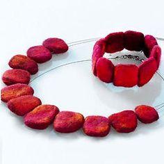 Pin by Fanlin Chang on Wool felt craft Felt Bracelet, Felt Necklace, Textile Jewelry, Fabric Jewelry, Felted Jewelry, Jewellery, Textile Art, Wet Felting, Felt Christmas Decorations