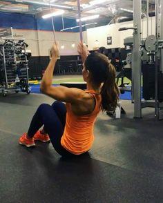 "Alexia Clark on Instagram: ""Upper Body circuit! 1. 25 reps 2. 15 each side 3. 15 reps 4. 15 each 3-5 ROUNDS #alexiaclark #queenofworkouts #menshealthmag…"""