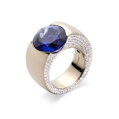 Ring in white gold, 366 diamonds (2.46 tcw), 11.38 carat tanzanite from Flowers collection from Vhernier.