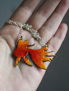 Collier Goldfish, bijou poisson rouge en argent et émaux sur cuivre