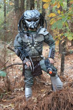"instructables: ""Easy Predator Costume by ChadD14 http://www.instructables.com/id/Easy-Predator-Costume-for-8-yr-old-boy/ """