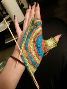 Ravelry: AnonymaNemo's Maya's mittens!