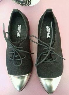 À vendre sur #vintedfrance ! http://www.vinted.fr/chaussures-femmes/derbies/25411574-chaussures-noires-bout-argente