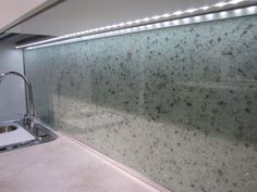 Essis kitchen wall panels, which glitter beautifully in light, are hand-crafted from recycled crushed glass with measurements ordered by the client. Kitchen Wall Panels, Crushed Glass, Recycled Glass, Backsplash, Recycling, Cleaning, Interior Design, Smooth, Glitter