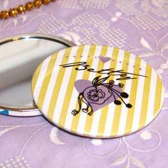 custom pocket mirror wedding favors from Bedcrumb!