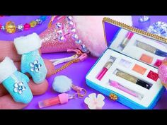 How to make crafts for Barbie? Watch the new DIY video in which I will make Frozen Mittens for Barbie, a beautiful and fashionable Ice Cream bag, a palette o. Doll Crafts, Diy Doll, Mini Barbie Dolls, American Girl Doll Room, Accessoires Barbie, Diy Barbie Furniture, Miniature Crafts, Barbie Clothes, Ideas