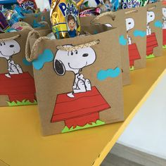 Super Baby Shower Gifts For Guests Goody Bags Brown Paper 40 Ideas Snoopy Birthday, Snoopy Party, 1st Birthday Girls, 1st Birthday Parties, Baby Shower Gifts For Guests, Best Baby Shower Gifts, Bolo Snoopy, Pregnant Halloween, Charlie Brown And Snoopy