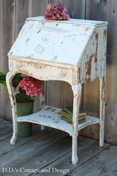 D.D.'s Cottage and Design: Farmhouse Desk with Chippy Goodness