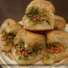 Dabeli is an authentic Gujarati street food. Recipe in English- http://indiangoodfood.com/2425-dabeli-recipe.html ( copy and paste link into browser)  Recipe in Hindi- http://nishamadhulika.com/609-dabeli-recipe-in-hindi.html (copy and paste link into browser )