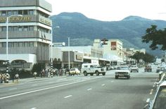 Umtali, Rhodesia (now Mutare, Zimbabwe) - Main Street, CABS centre circa 1975 Zimbabwe History, Main Street, Street View, Victoria Falls, Out Of Africa, Built Environment, African Safari, Aerial View, South Africa