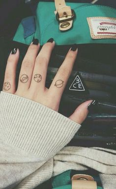 I don't want a tattoo but these simple planets are cute for a drawing