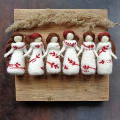 Diy Angel Wings, Felt Angel, Fairy Dolls, Felt Dolls, Needle Felting, Christmas Stockings, Wool, Sewing, Holiday Decor