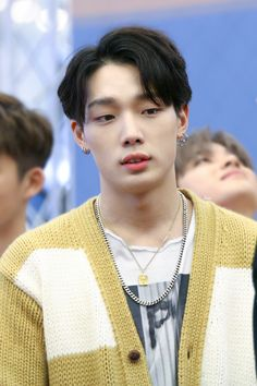I love these necklaces that bobby like never takes off. Kim Jinhwan, Hanbin, Yg Entertainment, Mix And Match Ikon, Yg Rapper, Ikon Member, Ikon Debut, Ikon Kpop, Ikon Wallpaper