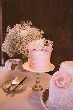 DIY wedding // pink ruffle cakes!