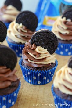 Peanut Butter Oreo Cupcakes recipe via Your Cup of Cake Peanut Butter Oreo Cupcakes with a swirled chocolate peanut butter frosting and a chocolate cake baked on top of an Oreo! How perfect is this? Oreo Cupcakes, Yummy Cupcakes, Cake Cookies, Cupcake Cakes, Swirl Cupcakes, Butter Cupcakes, Hostess Cupcakes, Gourmet Cupcakes, Strawberry Cupcakes