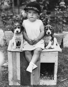 Child 1934 | Sweet vintage picture | girl in dress + hat sitting with two beagle puppies | vintage 1930s life | 30s photo