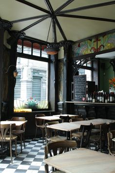 Le Perroquet, one of my favorite places in Brussels. A lovely café with Art Nouveau interior.