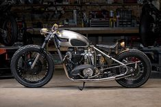 Analog Motorcycles Rebuild Their Classic '68 Triumph Bobber #caferacer #triumph