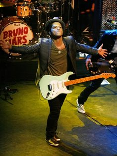 Bruno Mars Pictures (Page: 53)