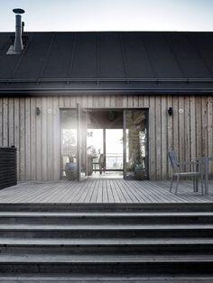 Mökkiinspiraatio skandinaavista mökkitunnelmaa is part of House cladding - Architecture Durable, Modern Architecture, Cabins In The Woods, House In The Woods, Modern Barn, Modern Farmhouse, House Cladding, Timber Cladding, Shed Homes