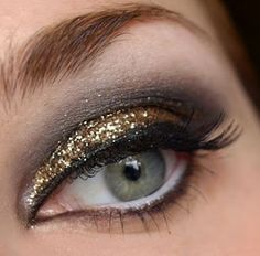 black smokey winged eye Gold glitter #Makeup