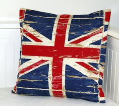 Union Jack accent throw pillow; always a nice touch