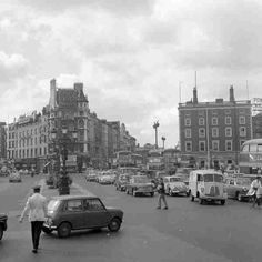 Traffic O'Connell Bridge © Dublin City Council Dublin Street, Dublin City, Old Pictures, Old Photos, Images Of Ireland, Georgian Architecture, Britain Uk, Ireland Homes, History Photos