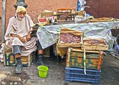 Rue de la Koutoubia, Marrakech (Marruecos). Puesto de dátiles.