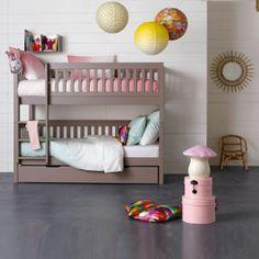 chambre enfant lit en rotin suspension boule blanche lit. Black Bedroom Furniture Sets. Home Design Ideas