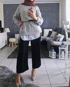 Stylish winter selfies hijab styles – Just Trendy Girls Modest Outfits Muslim, Modest Fashion Hijab, Modest Dresses, Modest Clothing, Fashion Dresses, Islamic Fashion, Muslim Fashion, Emo Fashion, Modele Hijab