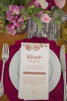 Decoração em tons de rosa, e supla de crochê - Casamento no campo com tons de rosa Elope Wedding, Wedding Menu, Wedding Humor, Wedding Themes, Wedding Engagement, Diy Wedding, Wedding Planner, Dream Wedding, Wedding Decorations