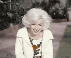 A lovely, laughing Marilyn