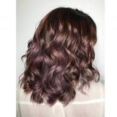Chocolate mauve: il nuovo trend per capelli scuri