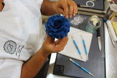 Rose en gumpaste.  BRIOCHINE Cake Design: ATELIERS Cake Design (Découverte)