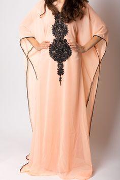 Pale Apricot&Noir Kaftan - I Need every single one. Islamic Fashion, Muslim Fashion, Modest Fashion, Ethno Design, Mode Shoes, Mode Abaya, Moroccan Dress, Caftan Dress, Kaftan Abaya