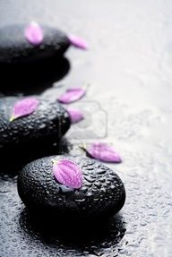 On Day 15 of our #Bishopstrow #AdventCalendar we find these relaxing hot #spa stones to enjoy during our 'Elemis Aroma Stone Therapy' - Deep penetrating heat from the stones are used to massage the body using traditional techniques to ease the pain and tension of aching muscles as well as deeply relax and re-balance the mind and body.